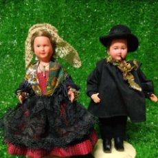 Muñecas Modernas: PAREJA 2 ANTIGUAS MUÑECAS FRANCESAS TRAJE REGIONAL MARCA PHILIPPE CELULOIDE AÑOS 60. Lote 210431782