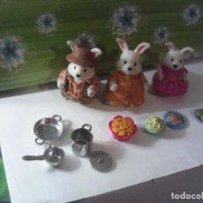 Muñecas Modernas: LOTE MUÑECOS SYLVANIAN FAMILIES O SIMILARES Y ACCESORIOS. Lote 210528301