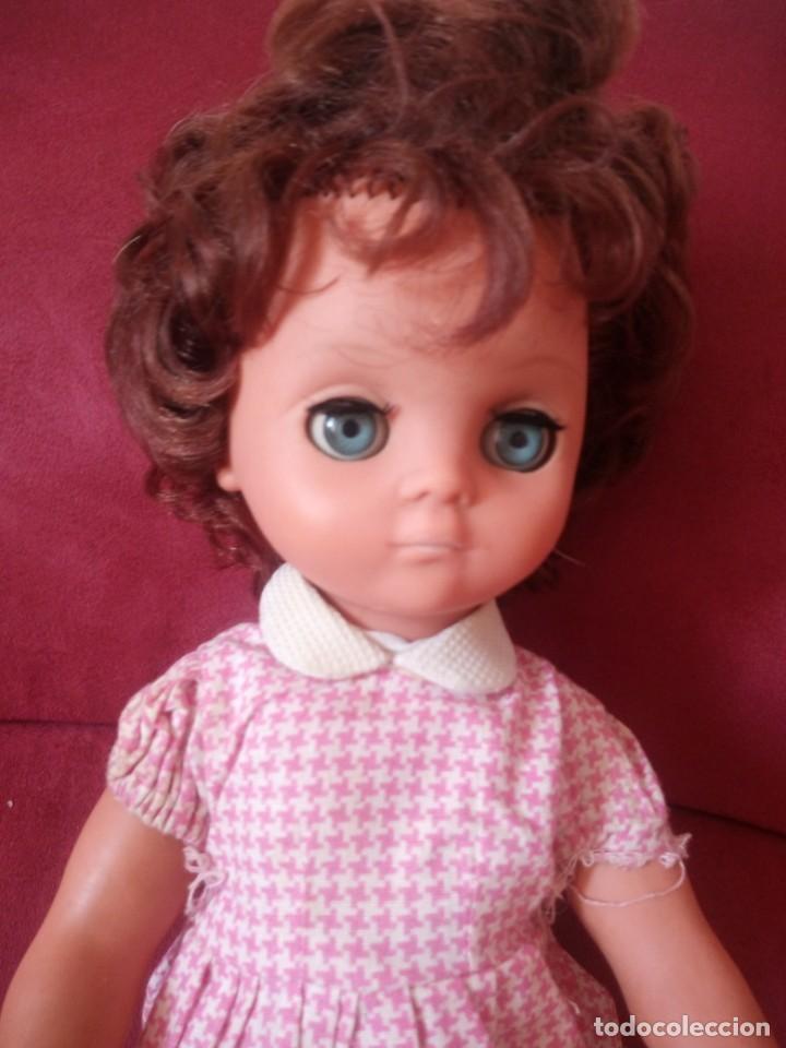 Muñecas Modernas: Preciosa muñeca de plástico posiblemente francesa,grandes ojos. vestida de origen.sin marca.años 70 - Foto 3 - 211750277