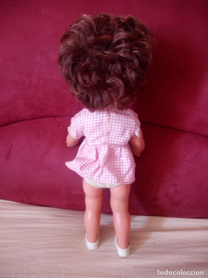 Muñecas Modernas: Preciosa muñeca de plástico posiblemente francesa,grandes ojos. vestida de origen.sin marca.años 70 - Foto 5 - 211750277