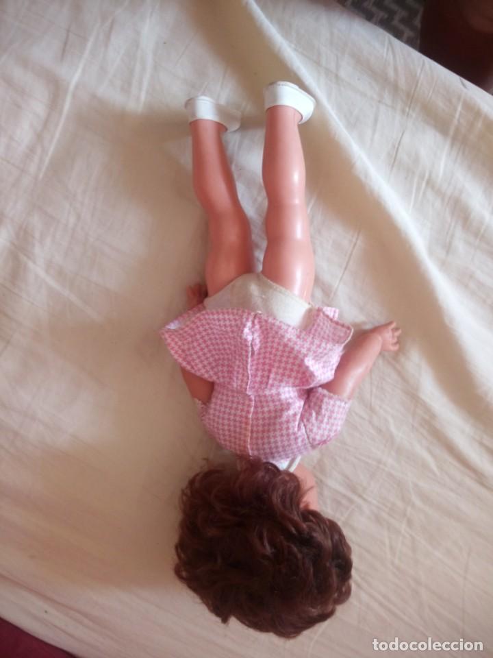 Muñecas Modernas: Preciosa muñeca de plástico posiblemente francesa,grandes ojos. vestida de origen.sin marca.años 70 - Foto 6 - 211750277