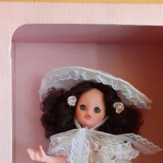 Muñecas Modernas: PRECIOSA MUÑECA MANIQUI ITALOCREMONA ITALIANA VESTIDA DE DAMA O DE EPOCA EN SU CAJA ORIGINAL. Lote 212167506