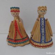 Muñecas Modernas: PAREJA DE MUÑECOS TIPICOS PAIS DEL ESTE, PAJA Y MADERA. Lote 212629133