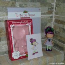 Bambole Moderne: MUÑECA TARTA DE FRESA.RAISIN CANE / STRAWBERRY SHORCAKE. Lote 214058182