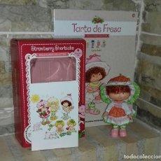 Bambole Moderne: MUÑECA TARTA DE FRESA CARLA CAFÉ / STRAWBERRY SHORCAKE. Lote 214305500