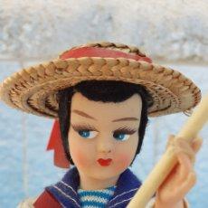 Muñecas Modernas: MUÑECA REGIONAL GONDOLA VENECIA SOUVENIR 19 CM APROXIMADAMENTE. Lote 214570416