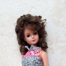 Muñecas Modernas: MUÑECA BETTY TEEN DE TONG MORENA CON ROPA DE BARBIE. Lote 215207062