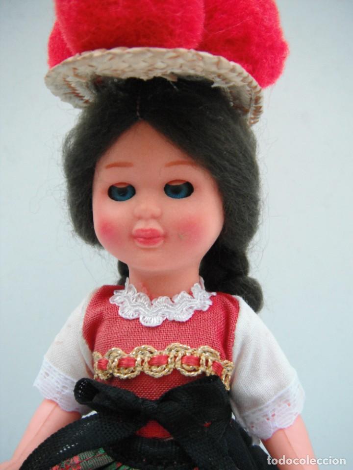 Muñecas Modernas: MUÑECA CON TRAJE TIPICO DE LA SELVA NEGRA - ALEMANIA . - Foto 2 - 218951898