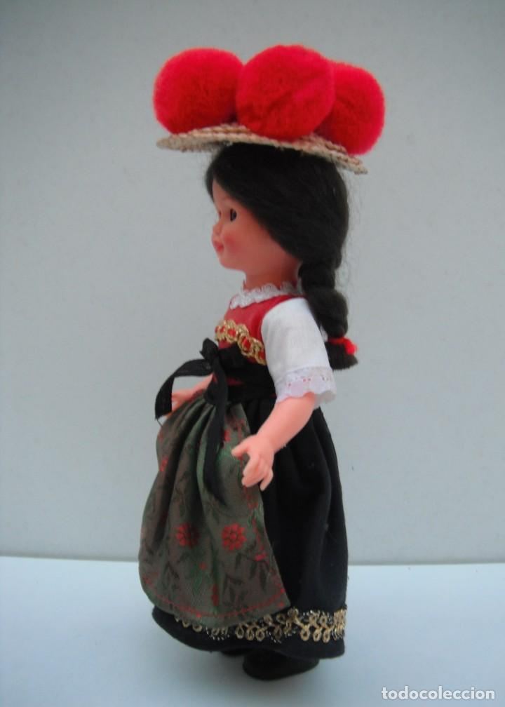 Muñecas Modernas: MUÑECA CON TRAJE TIPICO DE LA SELVA NEGRA - ALEMANIA . - Foto 3 - 218951898