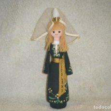 Muñecas Modernas: ANTIGUA MUÑECA DE ISLANDIA EN MADERA. Lote 222105305