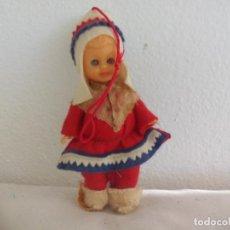 Muñecas Modernas: ANTIGUA MUÑECA O FIGURA CON TRAJE O VESTIDO TÍPICO O REGIONAL NIÑO OJOS DURMIENTES 11,5 CM. Lote 222516317