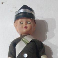 Muñecas Modernas: ANTIGUA MUÑECA POLICIA. Lote 227929880
