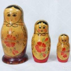 Muñecas Modernas: PRECIOSA MATRIOSHKA - MUÑECA TRADICIONAL RUSA DE TRES PIEZAS. Lote 229996835