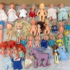 Muñecas Modernas: LOTE DE MUÑECAS Y MUÑECOS. Lote 235221735