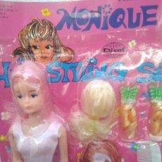 Muñecas Modernas: BLISTER AÑOS 80 MUÑECA MONIQUE CON ACCESORIOS. Lote 246082345