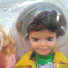 Muñecas Modernas: BLISTER AÑOS 80 MUÑECA DE MARTINE CON ACCESORIOS. Lote 246088685