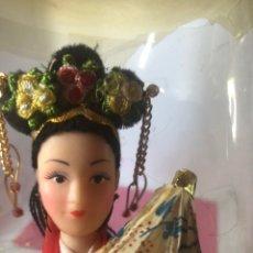 Muñecas Modernas: MUÑECA COLECCIÓN ESPECIAL AÑOS 70 TRAJE TÍPICO CHINA 31 CM. Lote 247261190