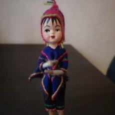Muñecas Modernas: MUÑECO CON TRAJE TIPICO PERUANO DE COLECCIÓN. Lote 253682045