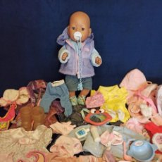 Muñecas Modernas: LOTE DE MUÑECO BABY BORN CON CASI TODO ORIGINAL.. Lote 262999675