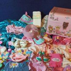 Muñecas Modernas: LOTE DE MUÑECO BABY BORN CON CASI TODO ORIGINAL.. Lote 263000530