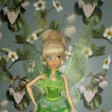 Muñecas Modernas: BONITA MUÑECA CAMPANILLA-TINKERBELL DE PETER PAN - DISNEY STORE - 2011. Lote 269642833