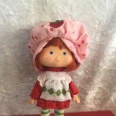 Muñecas Modernas: MUÑECA REEDICIÓN TARTA DE FRESA. Lote 276258598