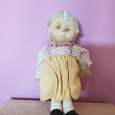 Muñecas Modernas: MUÑECA DE TELA ABUELITA, AÑOS 70/80. Lote 278629348