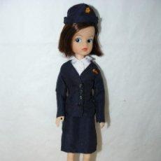 Muñecas Modernas: 1- MUÑECA SINDY ORIGINAL CON CONJUNTO AZAFATA ORIGINAL AÑOS 70/80 SINDY DOLL. Lote 287670618