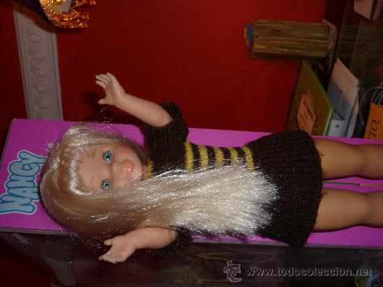 Muñecas Nancy y Lucas: Nancy rubia pelo a capas con flequillo con conjunto otoño loco - Foto 2 - 128586527