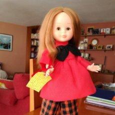 Muñecas Nancy y Lucas: NANCY ARTICULADA PELIRROJA CON CONJUNTO PINTORA EN ROJO.. Lote 103401659