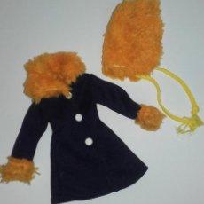 Muñecas Nancy y Lucas: ABRIGO MODELO INVIERNO CON GORRITO ORIGINAL DE LA MUÑECA CARINA DE VICMA AÑOS 70. Lote 110666663