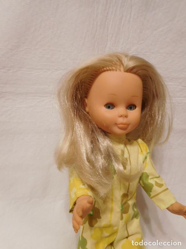 Muñecas Nancy y Lucas: M69 Muñeca Nancy rubia ojos margarita. Años 70. Con mono amarillo y botas altas. Ver descripción. - Foto 3 - 112814051