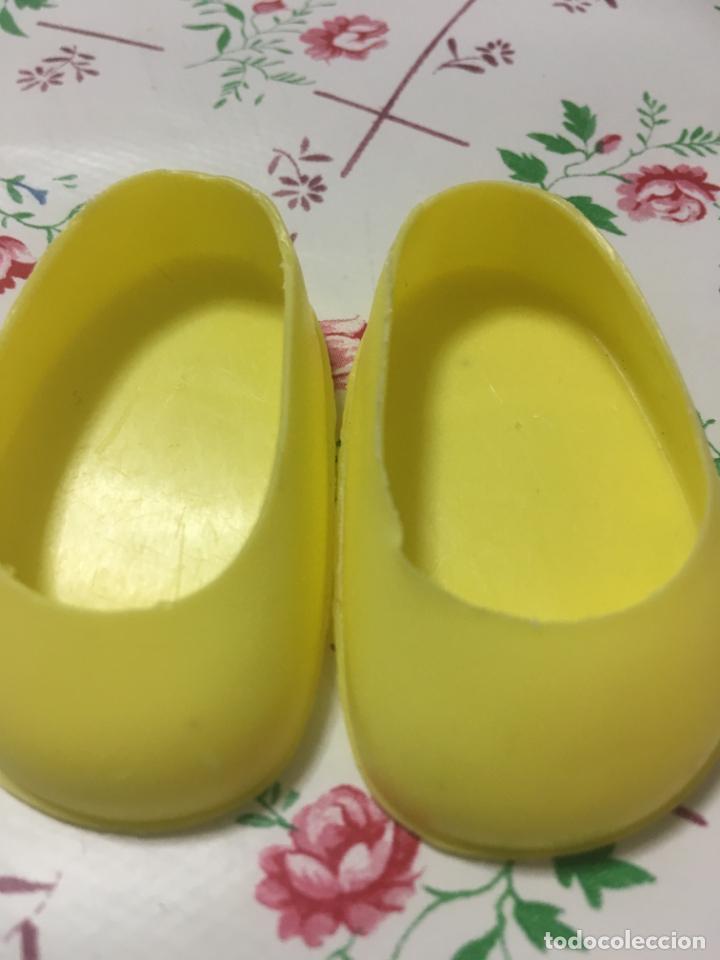 Muñecas Nancy y Lucas: Zapatos amarillos sin botón de Nancy de Famosa - Foto 2 - 130640602