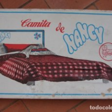 Muñecas Nancy y Lucas: CAMA DE NANCY EN CAJA AÑOS 70 - FAMOSA. Lote 151168416