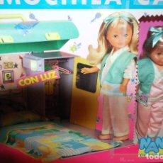 Muñecas Nancy y Lucas: MUÑECA NANCY DE FAMOSA Y MOCHILA-CAMA CON LUZ. Lote 152341858