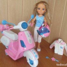 Muñecas Nancy y Lucas: MUÑECA NANCY NEW CON MOTO TIPO VESPA, CON SU CASCO Y CHUPA MOTERA. Lote 174173770
