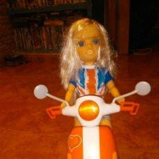 Muñecas Nancy y Lucas: NANCY UN DIA DE MOTO EN LONDRES. FAMOSA. Lote 180880360