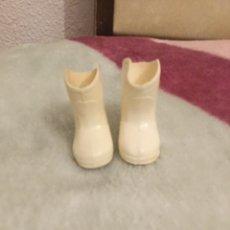 Muñecas Nancy y Lucas: BOTAS BLANCAS DE NANCY. Lote 182537988