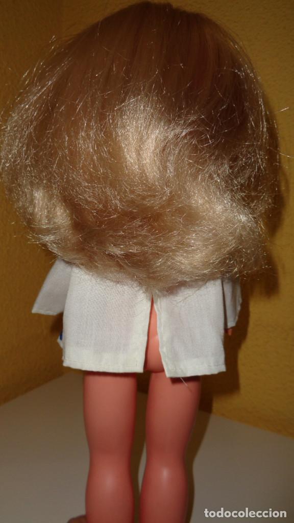 Muñecas Nancy y Lucas: Camisa blanca con lazo azul. Nancy Famosa. Años 70. En buen estado. ¿¿Original Nancy??. - Foto 2 - 194498893