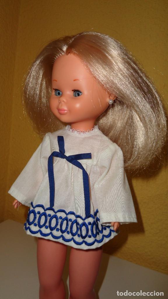 Muñecas Nancy y Lucas: Camisa blanca con lazo azul. Nancy Famosa. Años 70. En buen estado. ¿¿Original Nancy??. - Foto 3 - 194498893