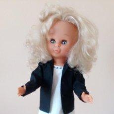 Muñecas Nancy y Lucas: TRAJE PANTALON NEGRO Y BLUSA BLANCA CON BORDADO NEGRO.. Lote 197630948