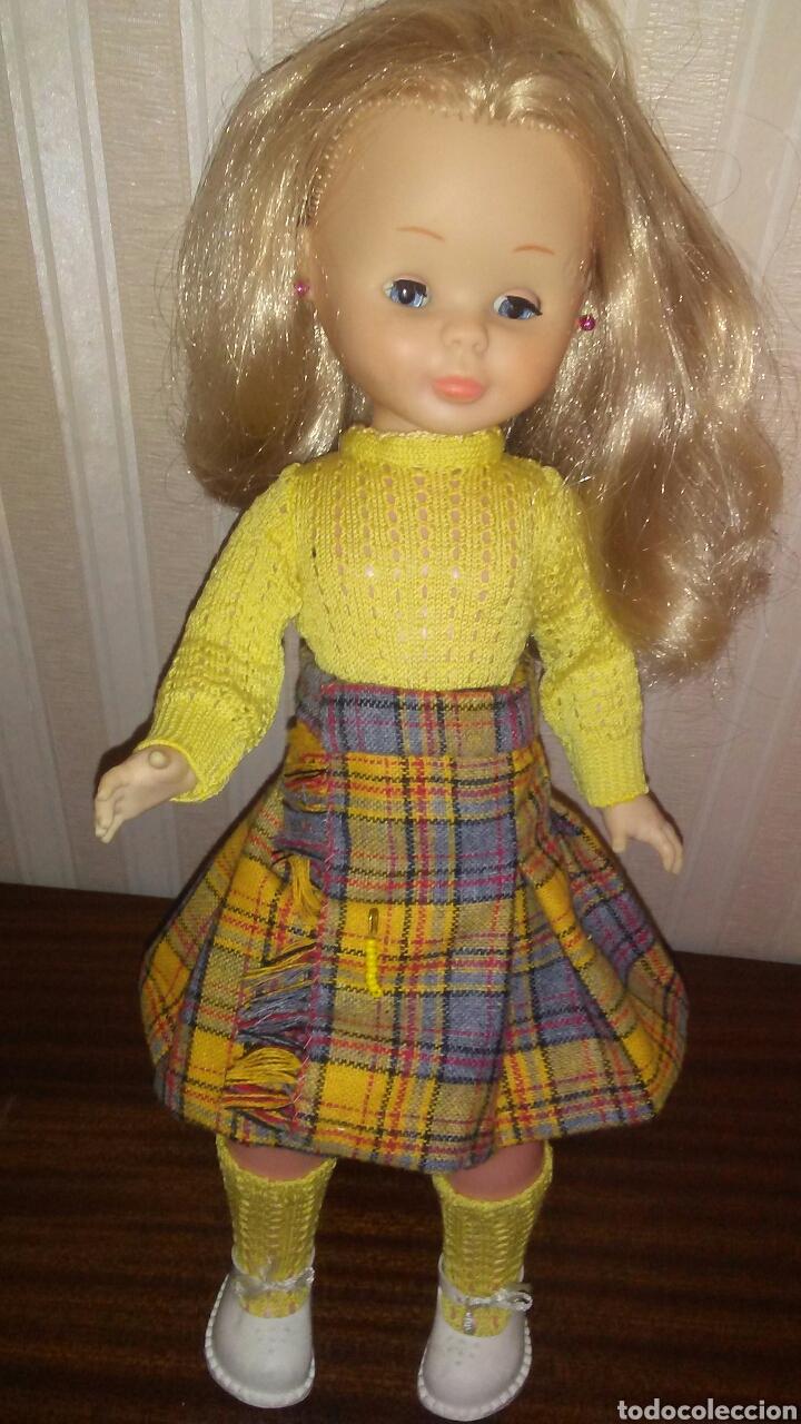 Muñecas Nancy y Lucas: Conjunto de falda tableada con alfiler +jersey y calcetines Nancy .La muñeca no entra en el lote . - Foto 4 - 199081345