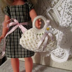 Muñecas Nancy y Lucas: PRECIOSO BOLSO BLANCO DE PUNTO PARA MUÑECA NANCY ANTIGUA Y MODERNA Y SIMILARES. Lote 211879172