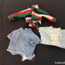 Muñecas Nancy y Lucas: LOTE DE CAMISETAS DE MUÑECA FAMOSA ANTIGUAS ROPA DE LOS AÑOS 80. Lote 270863648