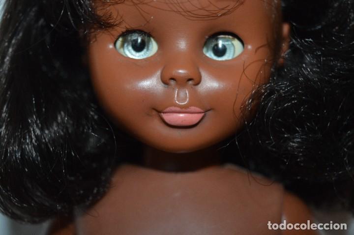 Muñecas Nancy y Lucas: Antigua NANCY NEGRITA, pies LESLY / Solo FAMOSA - Brazos, cabeza y pies duros - ¡Mira es preciosa! - Foto 5 - 283312993