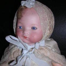 Muñecas Porcelana: MUÑECA BEBE CON CABEZA DE PORCELANA Y VESTIDO , BOCA CERRADA, MARCA A.M. GERMANY ( ANTIGUA ). Lote 16449201