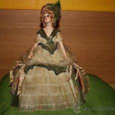 Muñecas Porcelana: ANTIGUA MUÑECA DE BISCUIT USADA COMO JOYERO O PEINADOR. Lote 12517606