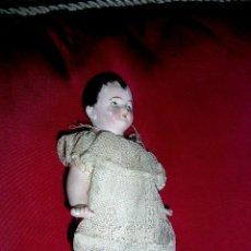 Muñecas Porcelana: MUÑEQUITA PORCELANA FINA ANTIGUA VESTIDO ORIGINAL.MED:13X6,5X3,5 CM.RESTAURADA.VER TIENE Nº160.ENVÍO. Lote 26095029