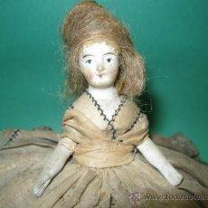 Muñecas Porcelana: PEQUEÑA MUÑEQUITA EN PORCELANA Y TRAJE DE TUL. ALFILETERO. PP.SG.XX. MIDE 12 X 15 CM.. Lote 23432586