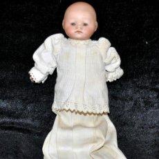 Muñecas Porcelana: PRECIOSO BEBE EN PORCELANA DE BOCA CERRADA DE MANUFACTURA ALEMANA. SIGLO XIX. Lote 31551115